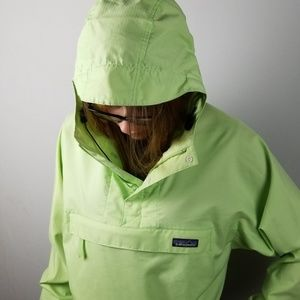 Patagonia wind/rain pull over size XS